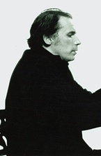 Glenn Gould is played by Colm Feore.