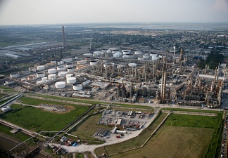 Oil refinery in Louisiana - an example of chemical industry