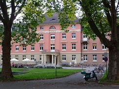 The Bergheim Campus houses Economics and the Social Sciences.