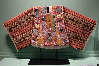 An older traditional Agbada clothing historically worn by Yoruba men.[citation needed] This exhibit was obtained in the town of Òkukù.