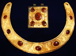 A 2nd century AD Sarmatian-Parthian gold necklace and amulet from the Black Sea region.