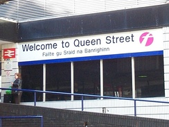Bilingual English/Gaelic sign at Queen Street Station in Glasgow