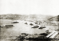 Port Arthur viewed from the Top of Gold Hill, after capitulation in 1905. From left wrecks of Russian pre-dreadnought battleships Peresvet, Poltava, Retvizan, Pobeda and the protected cruisers Pallada