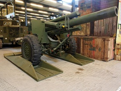155mm Howitzer M‑1 at Overloon.JPG