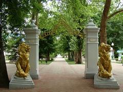 Памятник-арка в честь 50-летия Псекупских минеральных вод и войсковой больницы