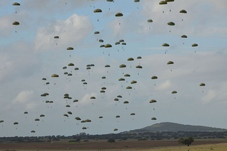 Mass drop of Portuguese paratroopers, which will continue to be an important component of the Portuguese Immediate Reaction Force (FRI).
