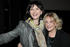 Moreau with Juliette Binoche at the Elysee Biarritz theatre in Paris, 22 October 2009