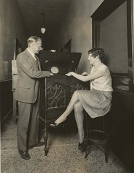 Zworykin demonstrates electronic television (1929).