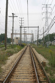 Third rail to overhead wire transition zone on the Skokie Swift