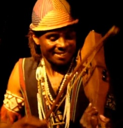 The lokanga played by a member of the group Vilon'androy