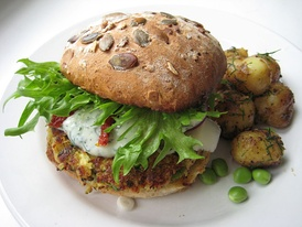 A vegetarian hamburger with potato slices.
