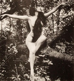 A still of Annette Kellermann from A Daughter of the Gods (1916).