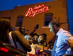President Obama visits Arthur Bryant's barbecue in Kansas City