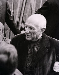 Pablo Picasso photographed in 1953 by Paolo Monti during an exhibition at Palazzo Reale in Milan (Fondo Paolo Monti, BEIC).
