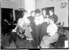 Middle-class Chicago women discuss spiritualism (1906)