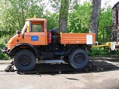 1971 model Unimog 406, as a Road–rail vehicle used for rail car shunting (Rail car mover)