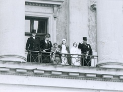The royal family with King Haakon VII, Crown Princess Martha, Crown Prince Olav, Princess Astrid, Princess Ragnhild and Prince Harald on the Royal Palace balcony in 1946