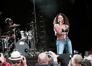 Lil' Kim performing at Way Out West festival, 2008