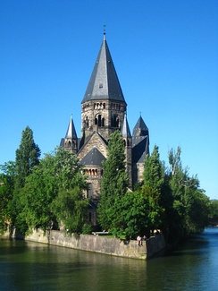 The iconic Protestant church Temple Neuf on the Moselle river[167]