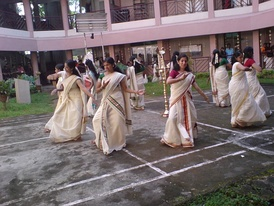 Women performing Thiruvathirakali