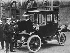 Edison and a 1914 Detroit Electric model 47 (courtesy of the National Museum of American History)
