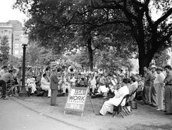 Noon-hour WPA band concert in Lafayette Square, New Orleans (1940)