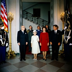 Kekkonen's from Finland visit to the United States and meet John F. Kennedy in 1961. left: President Urho Kekkonen, Sylvi Kekkonen, Jacqueline Kennedy Onassis and John F. Kennedy.