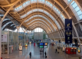 The central Gare d'Orléans – The station concourse