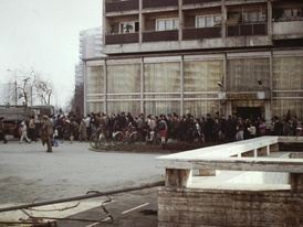 A line for the distribution of cooking oil in Bucharest, Romania in May 1986