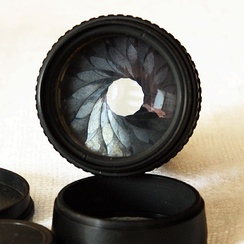 Pentacon 2.8/135 lens with 15-blade iris