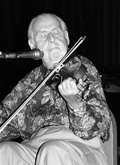 Stéphane Grappelli founded the gypsy jazz Quintette du Hot Club de France with guitarist Django Reinhardt before World War II.