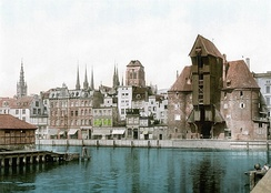 Colorized photo, c. 1900, showing prewar roof of the Krantor (Brama Żuraw).