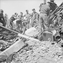troops of 9th Battalion, The Hampshire Regiment, helping to clear bomb damage in Hull.