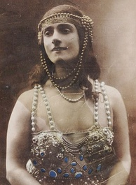 Marthe Davelli as Princess Saamcheddine