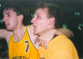 Rađa celebrates winning Split's second consecutive continental title with teammate Toni Kukoč, after beating FC Barcelona at the FIBA European Champions Cup Final Four final game in Zaragoza on 19 April 1990.