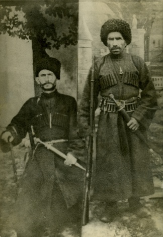 Aukhovts (Chech. Ӏовхой) are representatives of taipa akkoy (Chech. Ӏаккой) (Tagirovs). Sons of Tagir Alburiev.