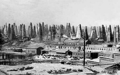 Oil derricks in Balakhany district, late 19th century