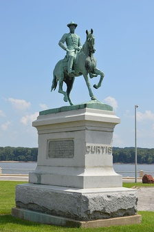 Equestrian statue on the Keokuk riverfront