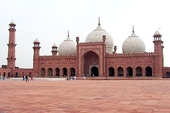 Mughal architecture: The Badshahi Mosque in Lahore (Pakistan)
