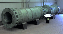 The Dardanelles Gun, cast in 1464 and based on the Orban bombard that was used by the Ottoman besiegers of Constantinople in 1453 (British Royal Armouries collection).