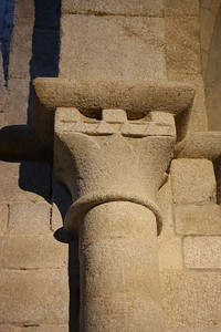 Capital of simplified concave Corinthian form with billeted abacus, simple dosseret and pronounced annulet. Church of Santa Maria, San Martín de Castañeda, Spain