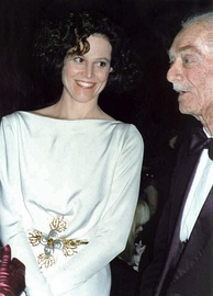 Weaver with her father Pat Weaver at the 1989 Academy Awards