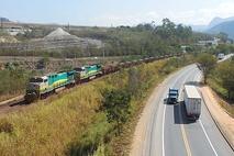 Поезд «Vale Do Rio Doce» с балансовой железной рудой