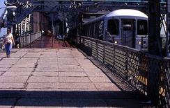 R42 crossing the Williamsburg Bridge (1995)