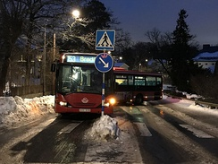 Loss of control on ice by an articulated bus