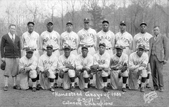 Posey, far left, with the 1931 Grays