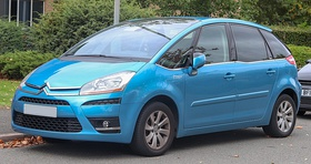 2009 Citroen C4 Picasso 5 Exclusive HDi S-A 2.0 Front.jpg