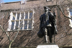 Statue of Benjamin Franklin on the campus of the University of Pennsylvania, 2011