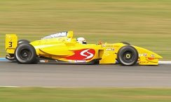 Pavlović driving for Draco Racing in the Donington Park round of the 2007 World Series by Renault season