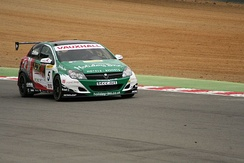 Chilton driving for VX Racing at Brands Hatch in the 2006 BTCC season.